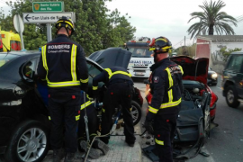 Una mujer y cuatro menores sufren un aparatoso accidente en Jesús