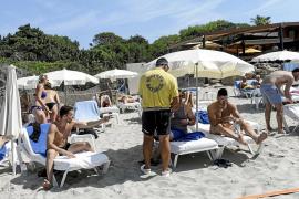 Concesionarios de playas de Sant Josep cobran más del doble del precio máximo autorizado