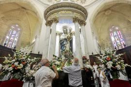 Gran participación y ausencias en la ofrenda floral a la patrona ibicenca