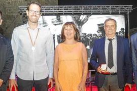 La Cruz Roja y Paco Vázquez son de oro