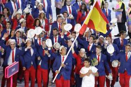 Un emocionado Nadal guía al equipo español en la apertura de los Juegos