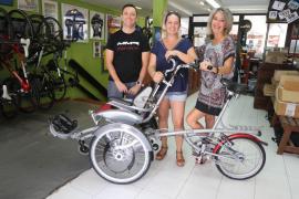 Apneef recibe la primera bicicleta adaptada para personas con movilidad reducida