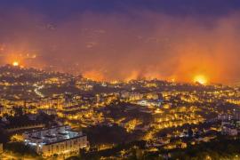 Al menos tres muertos en el grave incendio que azota Funchal