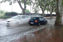 Atascos kilométricos por la lluvia en las carreteras de Eivissa