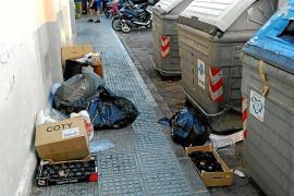 Vila admite que el servicio de limpieza está «desbordado» por la afluencia de turistas