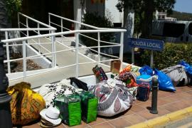 Incautados 80 kilos de material en un operativo contra la venta ambulante en Cala Tarida