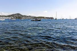 Los vecinos de Talamanca lamentan que se lleguen a concentrar en un día más de 200 barcos