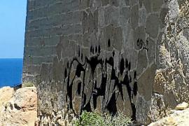 Denuncian pintadas en el faro de Punta Grossa