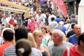 El Govern quiere limitar el número de plazas turísticas para evitar la saturación