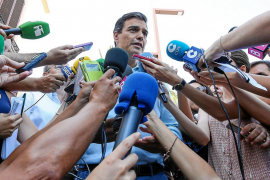 Sánchez interrumpe sus vacaciones en Eivissa para reiterar su 'no' a la investidura de Rajoy