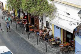 Los dueños del bar de la calle Bisbe Torres Mayans defienden que sus terrazas son correctas