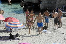 Sánchez dice 'sí' a las playas ibicencas con un aluvión de críticas en las redes