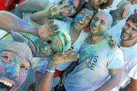 Tormenta de color a favor de la asociación Amavida en las fiestas de Sant Agustí
