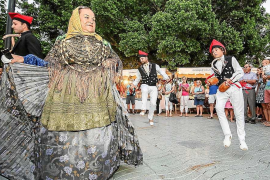 Fin de semana en Sant Antoni de música, danza, 'ball pagès' y sardinas