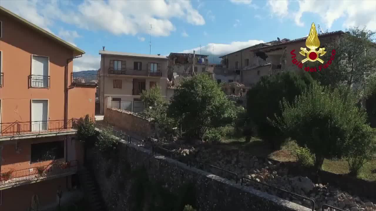 Los muertos por el terremoto en Italia superan ya el centenar