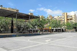 Vila reparará 25 parques infantiles e instalará un toldo en la plaza de Antoni Albert i Nieto