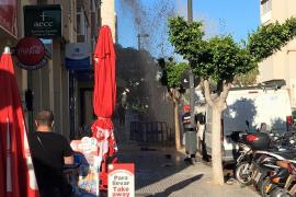 Una tubería revienta en la calle Josep Zornoza Bernabeu, de Vila