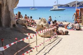 Acordonada una zona de Platges de Compte por peligro de desprendimiento