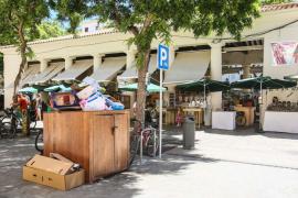 Desratizan la plaza del Mercat Vell ante las quejas vecinales
