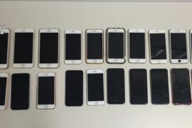 La Guardia Civil detiene en el aeropuerto de Eivissa a tres mujeres con 20 móviles robados