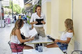 El paro cae un 14% en las Pitiüses y se sitúa en niveles de 2007, con 4.611 desempleados