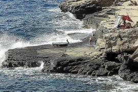 Sant Antoni desmantela y limpia el asentamiento ilegal de Punta Galera
