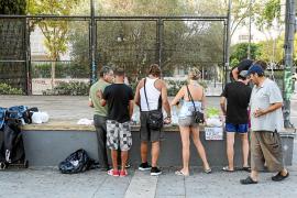 Desayuno solidario en el bulevar de Vila para «los que no tienen voz»