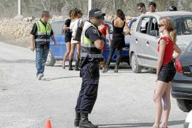 La Policía de Sant Josep paraliza una fiesta ilegal con más de 200 personas en Benimussa