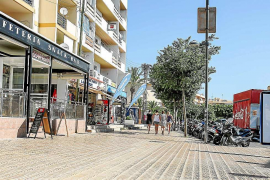 Los empresarios de Platja d'en Bossa piden más autobuses y taxis