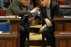El PI se harta de esperar y exige a Barceló comparecer en la Cámara