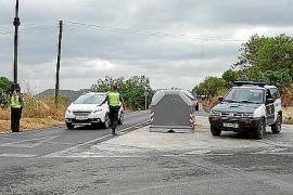 La Guardia Civil detiene a dos hombres acusados de al menos cuatro robos en casas de Benimussa