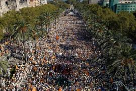 Miles de personas marchan en Cataluña por la Diada