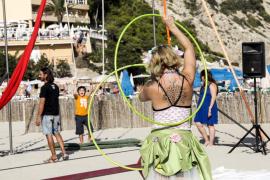 Circo en la playa de Cala Llonga