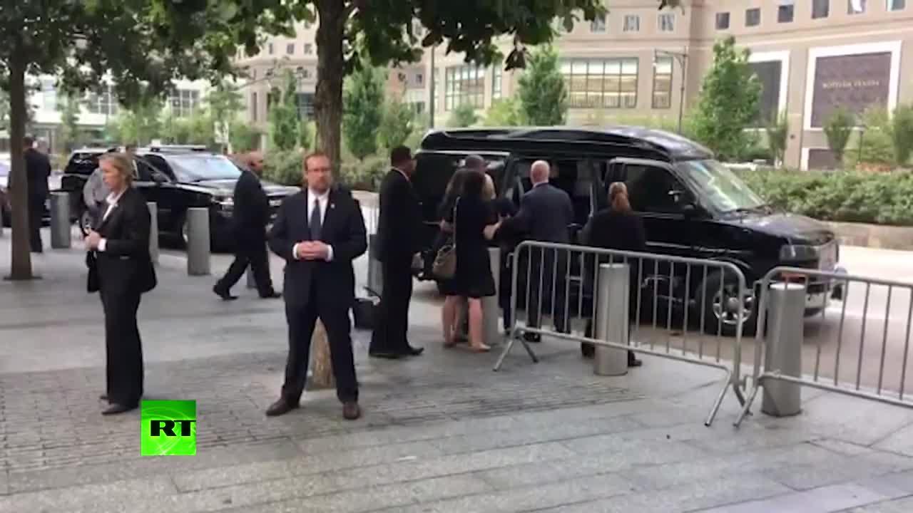 Clinton cancela un viaje de campaña a causa de su neumonía