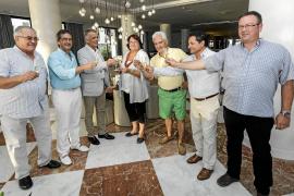 Merecido homenaje a una pareja de turistas catalanes por su fidelidad a Ibiza