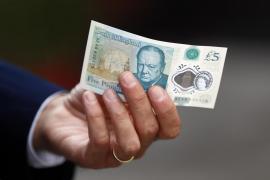 El nuevo billete de plástico de cinco libras comienza su circulación en Reino Unido