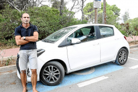 Un discapacitado denuncia el embargo de su vehículo por no pagar el vado de una plaza