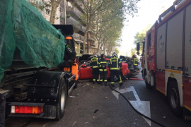 Un camión sin conductor hiere a una mujer y arrolla a 6 vehículos en Madrid