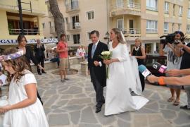 Jaume Matas acompaña a su hija al altar