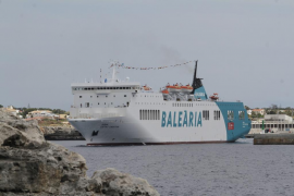 Baleària aumenta de dos a tres los trayectos diarios entre Alcúdia y Menorca