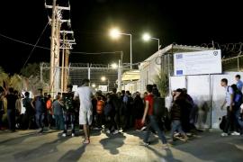 Un incendio arrasa el centro de acogida de refugiados de Moria, en Lesbos