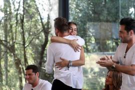 El abrazo de Chenoa y Bisbal