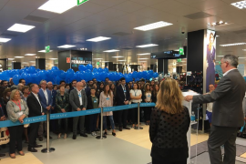 Primark recibe con globos a los primeros clientes de su primera tienda en Balears