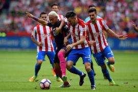 El Barcelona golea a un Sporting que acaba desfondado