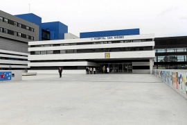 El hospital Can Misses factura 321.861 euros por atender a turistas europeos sin tarjeta