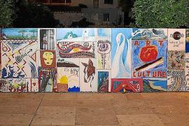 La comisión de fiestas de Jesús pide ayuda para localizar los murales robados de la plaza