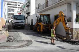 Sant Antoni acomete obras de adecuación y refuerzo del firme en diferentes calles del municipio