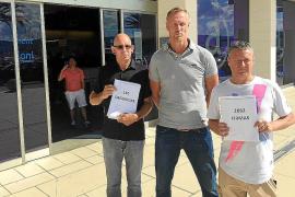 Vecinos de Sant Antoni entregan 2.082 firmas y 150 denuncias contra la venta ambulante