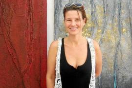 Júlia Ribas extrae «la raíz y la esencia» del arte