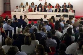El Comité Federal del PSOE se prepara para votar, pero se frena para preparar una moción de censura